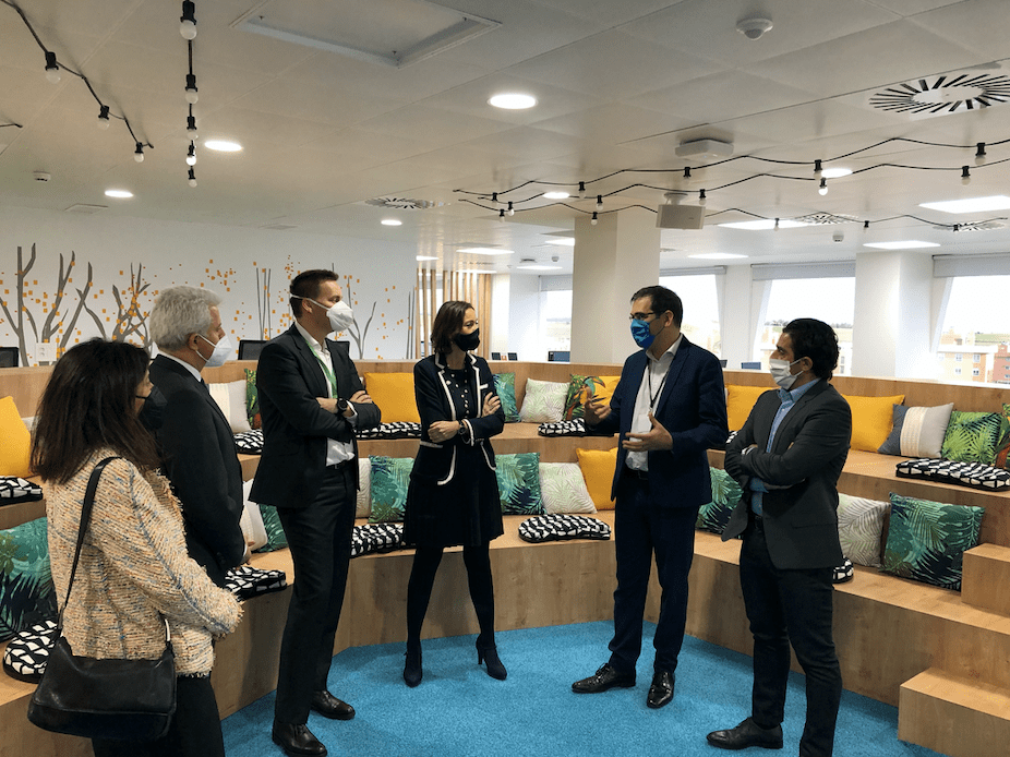 Foto de La Ministra de Industria visita a Schneider Electric para