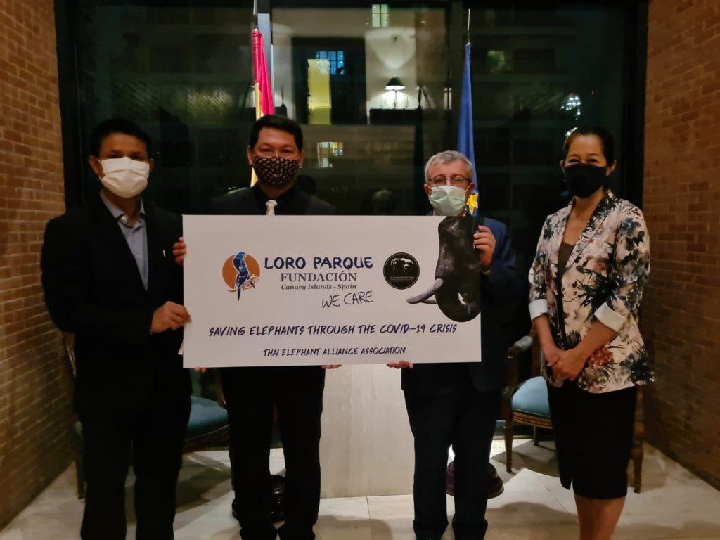 Foto de Loro Parque Fundación hace una donación para proteger a los
